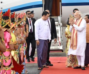 PM Modi being received at Bagan
