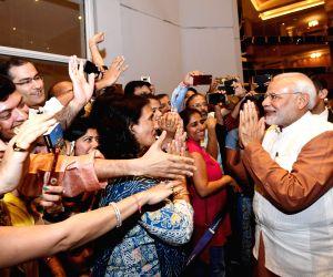 Jakarta (Indonesia): Modi meets Indian Community in Jakarta