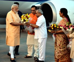 Modi being welcomed by Vijay Rupani, Nitin Patel