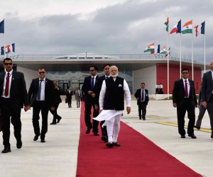 Modi departs for Delhi from Paris