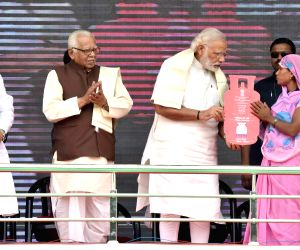 "Modi launches ""Pradhan Mantri Ujjwala Yojana"