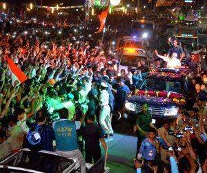 Modi's roadshow
