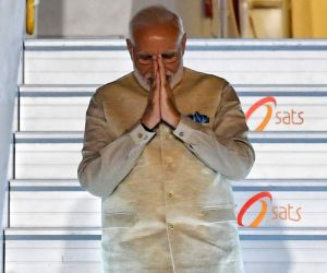 PM Modi makes brief stopo