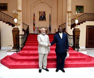 Kampala (Uganda): PM Modi meets Uganda President