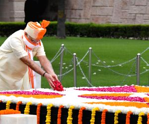 PM Modi pays tributes at Rajghat on 74th Independence Day