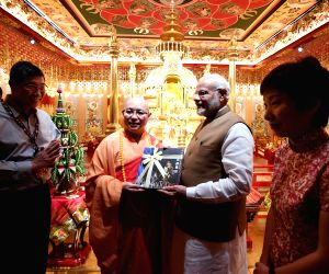 Modi visits Buddha Tooth Relic Temple and Museum