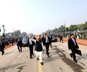 Modi walks on Rajpath, greets people