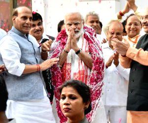 Modi at BJP office