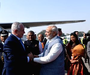 Israeli PM arrives in India