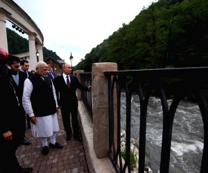 Sochi (Russia): Modi with Putin in Sochi