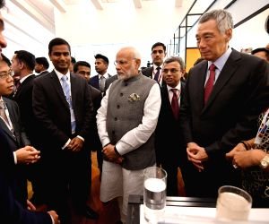 Modi, Singapore PM at India-Singapore Enterprise and Innovation Exhibition