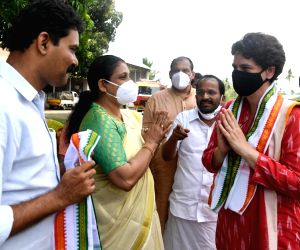 Free Photo: Kerala: Priyanka Gandhi Vadra addresses a corner meeting at Chalakudy & Kodungallur