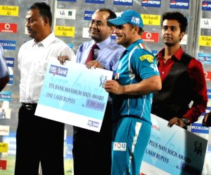 Pune Warriors Captain Aaron Finch receiving Maximum Sixes awards during award ceremony  during the match between KKR and Pune Warriors