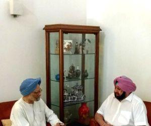 Punjab CM Captain Amarinder Singh meets Manmohan Singh