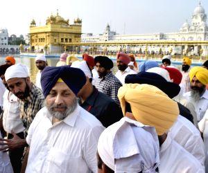Harsimrat Kaur Badal and Sukhbir Singh Badal paying obeisance at Golden Temple