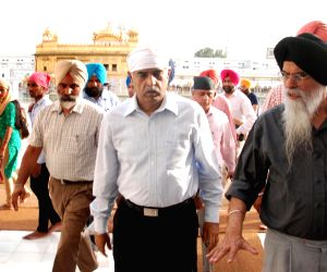 Punjab DGP pays obeisance at Golden Temple