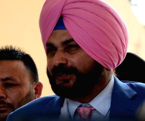 BJP attacks Sidhu for hugging Pakistan army Chief