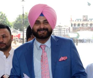 Case filed against Sidhu for hugging Pakistan Army Chief