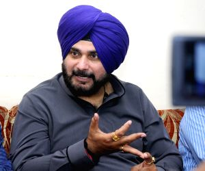 Sidhu arrives in Pakistan for Imran Khan's swearing in