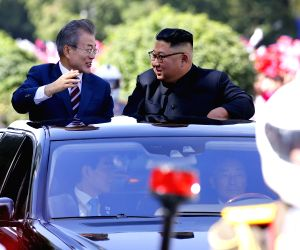 Moon, Kim sign summit agreement in Pyongyang