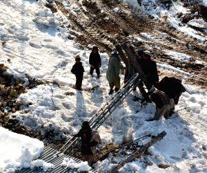 PAKISTAN QUETTA SNOW DAMAGE