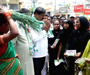 JD(s) R Akhanda Sreenivasamurthy campaigning