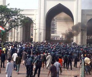Radical Islamists clash with cops in B'desh amid Modi visit