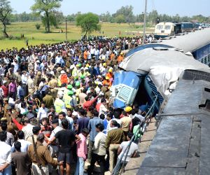 15 die as coaches of Varanasi-bound train derail