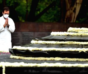 Rahul pays floral tributes to former PM Rajiv Gandhi on his death anniversary