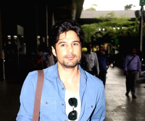 Rajeev Khandelwal at Airport