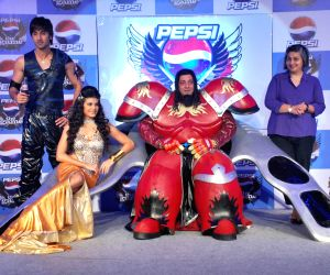 Ranbir, Sanjay Dutt and Jacqueline unveil Pepsi Game.
