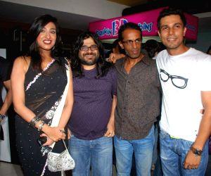 Randeep Hooda, Rituparna Sengupta and Pritam at Love Khicchdi premiere.