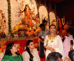 Rani Mukherjee at Durga pooja at Santacruz.