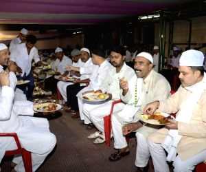 Lalu Prasad Yadav hosted Iftar party at his house