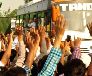 Haj pilgrims leave for Mecca