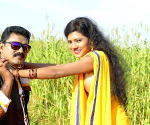 Rendu Athmala Prema Katha -Stills