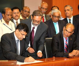 Newly appointed governor Raghuram Rajan taking charge at the RBI headquarters