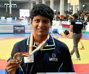 Vinesh, Sakshi win gold at the Tata Motors Senior Wrestling Championships