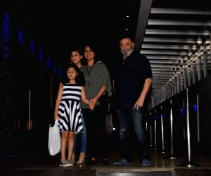 Rishi Kapoor and Nitu Singh with family
