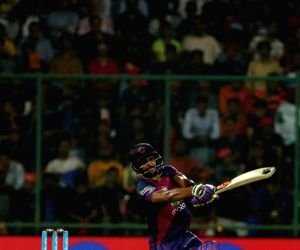 Rising Pune Supergiant batsman Manoj Tiwari in action