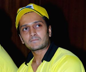 """Ritesh Deshmukh at a press conference to announce to launch """"T-10 Gully Cricket"""" at CCI Club, in Mumbai."""