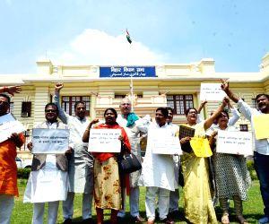 RJD, Congress legislators demonstrate against attack on Swami Agnivesh