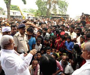 Lalu Yadav meets flood victims