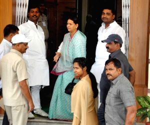 Rabri Devi arrives at Bihar Assembly