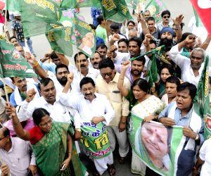 Shutdown against Bihar shelter home rape - RJD's demonstration