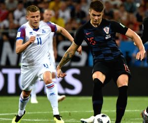 Croatia defender Caleta-Car joins Marseille