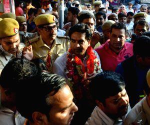 Kapil Mishra visits Hanuman temple