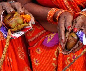 Sagar Island: Ganga Sagar Mela - Devotees perform rituals