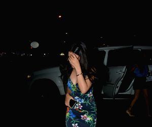 Sakshi Dhoni seen at Mumbai's Bandra