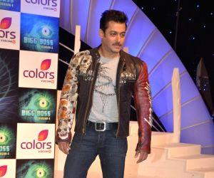 Salman Khan dus ka dum press meet at taj land's end.